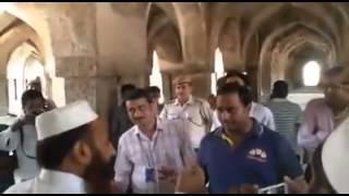 Delhi Ki Ek Band Masjid Mein Police Walon Ne Namaz