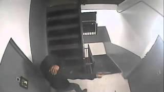 Baixar Man Shoots Through Door of Brooklyn Apartment — New York Post