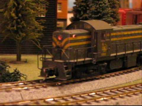 Railfanning A Jersey Central Freight Train ... in HO Scale