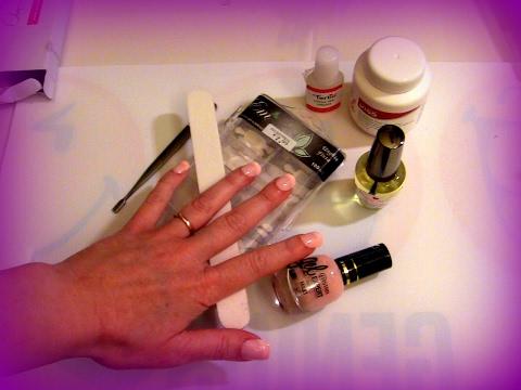 Applicazione unghie finte con colla doovi for Decorazione e applicazione unghie finte