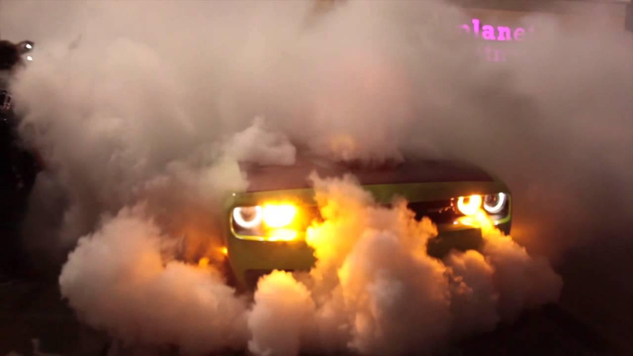 Epic Burnout Hellcat Burning Rubber Speed Smoke Youtube