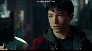 Флеш встречает Бетмена.Момент из фильма Лига Справедливости.