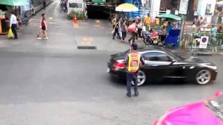 ПРИКОЛ. Прикольный полицейский в тайланде
