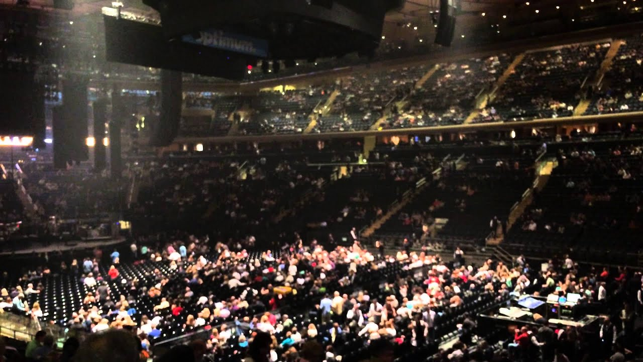 Minuto HM Billy Joel at Madison Square Garden before concert