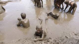 Kids have fun in the mud at the 2017 Wayne County Mud Day