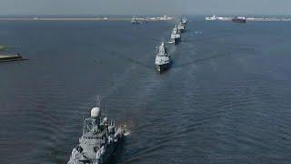 На рассвете в Санкт-Петербурге стартовала первая репетиция Главного Военно-морского парада.