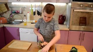 Несложный ужин 2 выпуск. Салат с креветками, рукколой, радичио и кешью