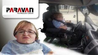 PARAVAN Fahrschule für Menschen mit Behinderung: Udo mit der Glasknochenkrankheit & Kleinwuchs