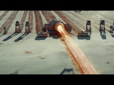 Star Wars: The Last Jedi (2017) Through the Fortress