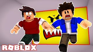 THE WALL IS CHASING US IN ROBLOX!!!