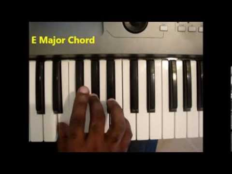 How To Play E Major Chord On Piano And Keyboard - YouTube