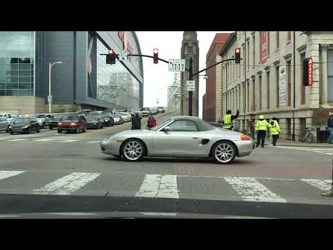 Driving Through Downtown Louisville, KY - City Streets Tour (Part 1/2)
