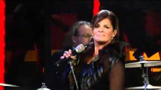Carola performing Suspicious Mind