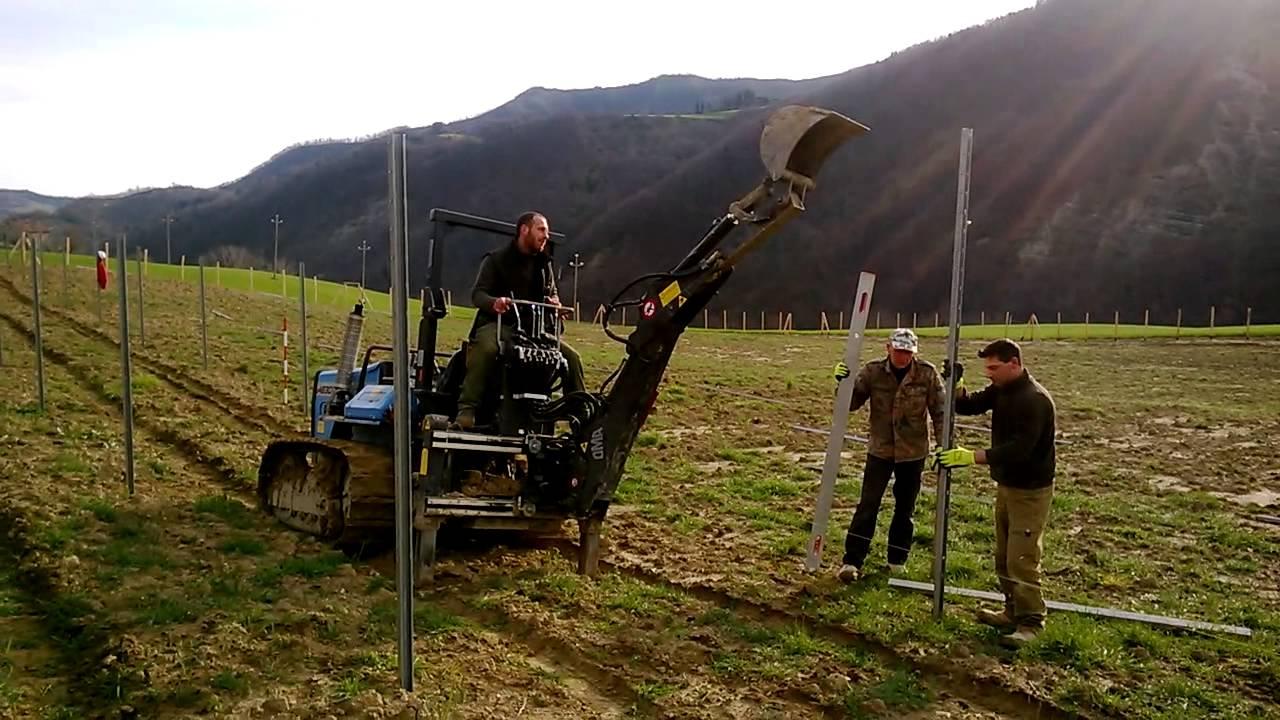 Piantare i pali della vigna youtube for Pali cemento per recinzione
