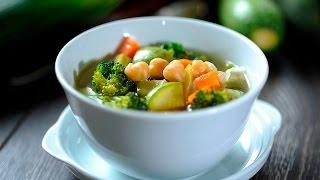 Sopa de garbanzos sencilla y rápida. Imprime la receta en:http://cocinaycomparte.com/recipes/sopa-vegetariana-de-garbanzos-con-verduras Suscríbete a este ...