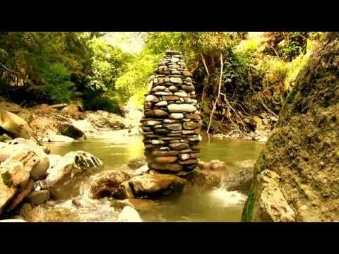 Land art - pierre seche...Lingam au fil de l