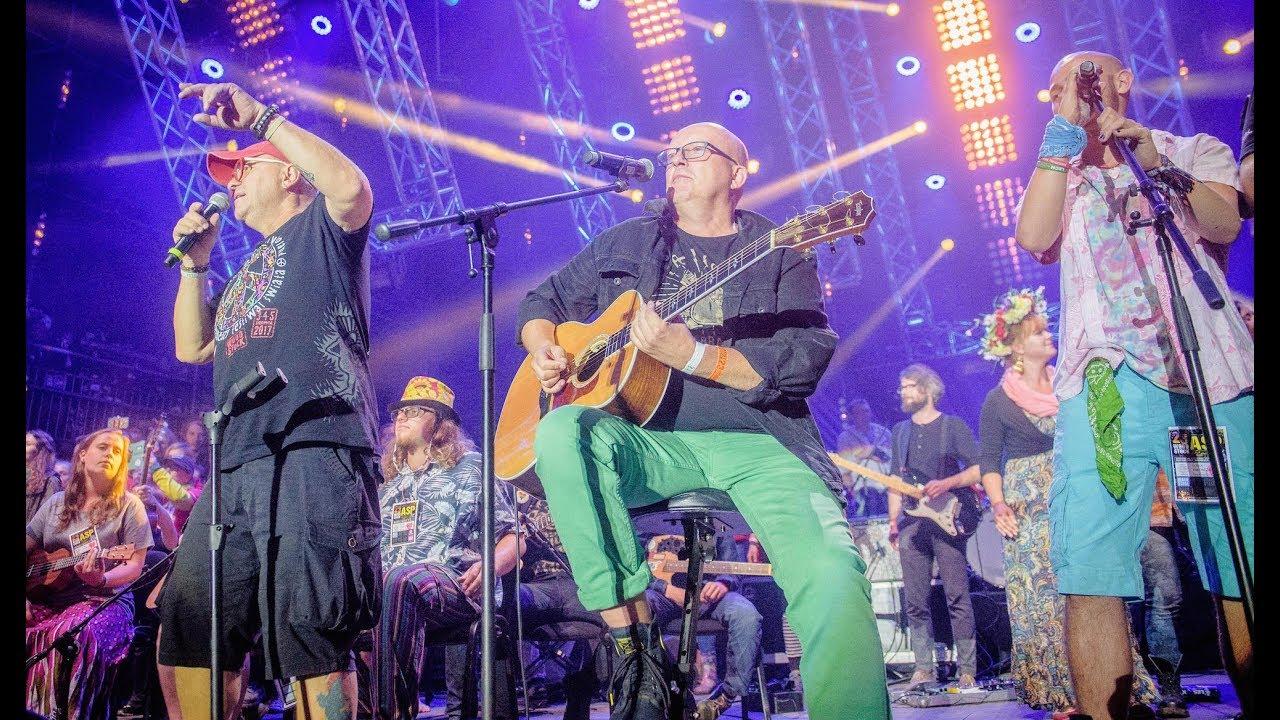 Zakończenie Przystanku Woodstock 2017, Piotr Bukartyk, zespół ASP i Jurek Owsiak
