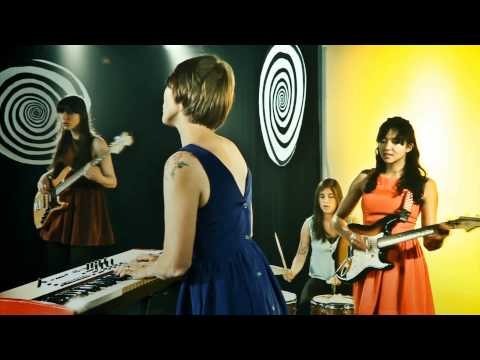 La Luz - Brainwash (OFFICIAL MUSIC VIDEO)