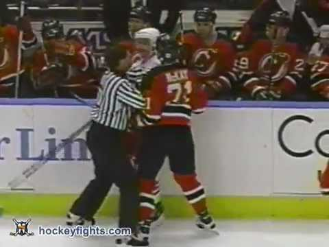 Randy McKay vs Jeff Beukeboom Nov 27, 1995