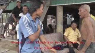 Lok ta Kom explique quelques techniques du Kbach kun boran khmer