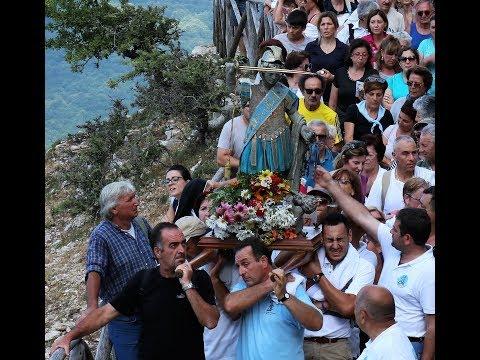 Maranola - San Michele portato in spalla sul suo eremo nel monte Altino