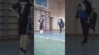 Наш урок на физкультуре часть 1 прыгаем