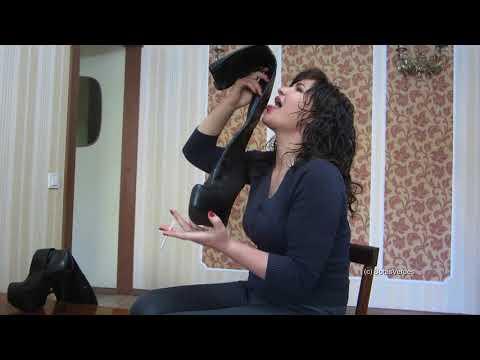 Woman With Longest Tongue Can Lick Her EyeballsKaynak: YouTube · Süre: 1 dakika23 saniye