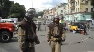 МЧС-ники отрабатывают действия при пожаре.
