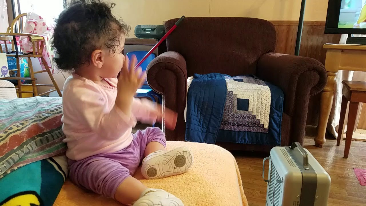 #BabyHayla/Abby 11 months 3 weeks old watching baby sign language video