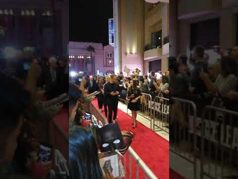 Muscle woman on premiere of the movie Justice league/najjaca zenska na crvenom tepihu