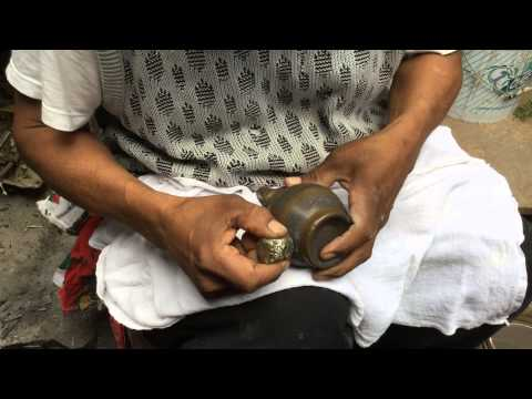 Pajarito Master Ceramicist shows how to burnish a pot