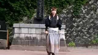 会津飯盛山で白虎隊自刃の踊りを見る.