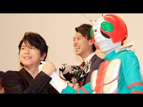 及川光博、仮面ライダーV3からトロフィー授与!「老いも若きも胸を熱く!」 映画「スーパーヒーロー大戦GP 仮面ライダー3号」公開初日舞台あいさつ2 #Kamen Rider