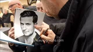 Richard Armitage signs autographs for TopPix