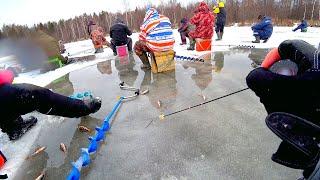 Экстремальная рыбалка продолжается... Лёд тонет от рыбаков! Зимняя рыбалка 2020-2021! Безмотылка!