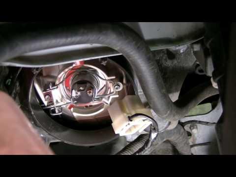 Замена лампы ближнего света на автомобиле Гранта(LADA GRANTA), наглядное видео по замене 2019