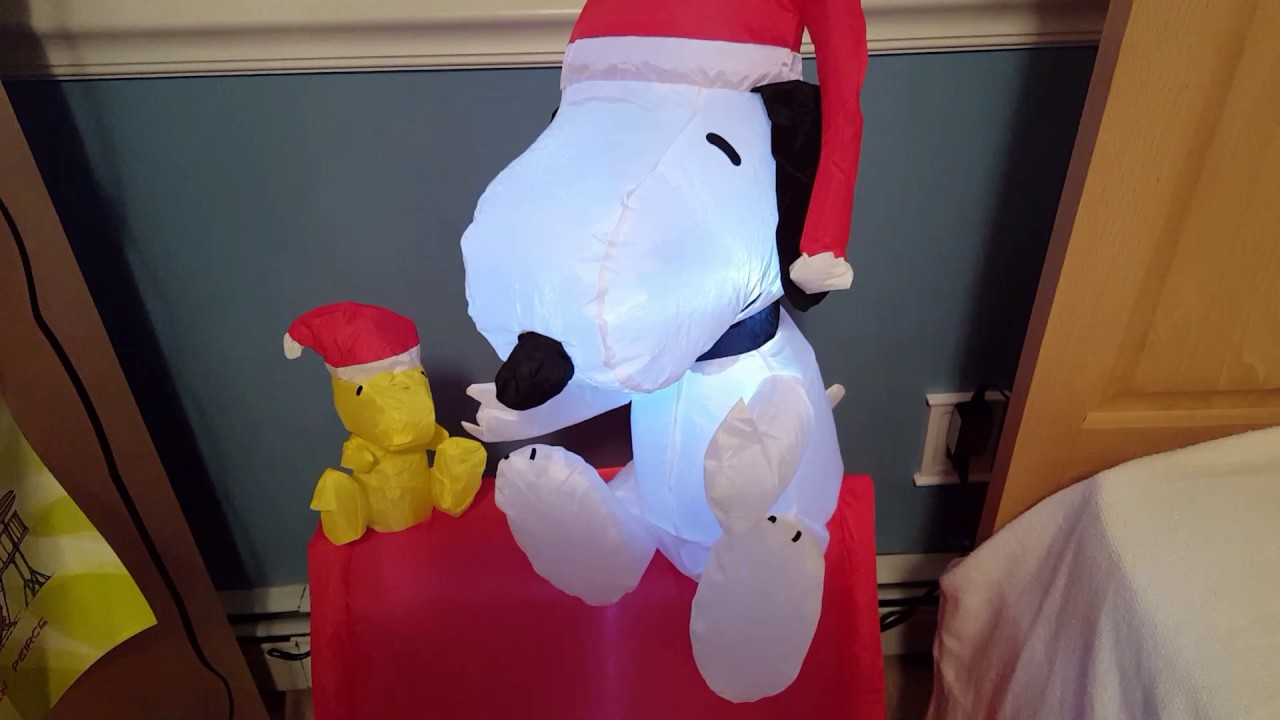 Snoopy And Woodstock Christmas Inflatable.Gemmy Airblown Inflatable Christmas Snoopy And Woodstock Doghouse Scene
