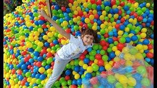 BAHÇEDE TEMİZLİK YAPTIK.3500 TOPU TOPLADIK.Eğlenceli Çocuk Videosu