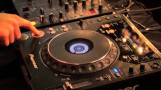 How To DJ Free Video Tutorial 2013 | How to use Cue and Headphones to DJ