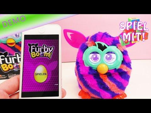 Bunt gestreifter Furby Boom trinkt Smoothie und tanzt | Demo | Deutsch