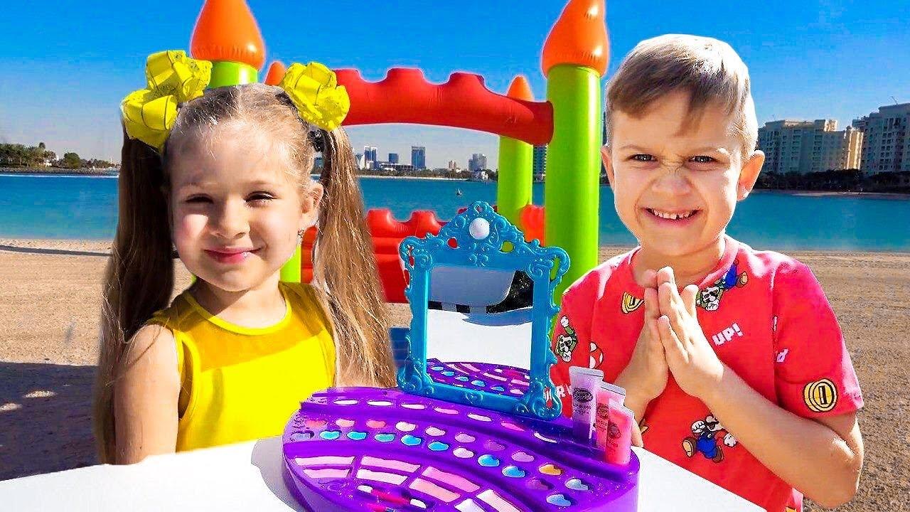 ダイアナとローマ、女の子用と男の子用のおもちゃで遊ぶ!