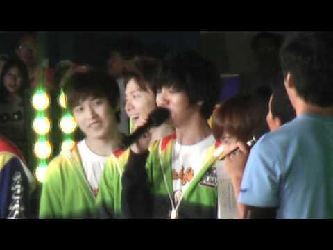 [Fancam] 110821 Yesung singing