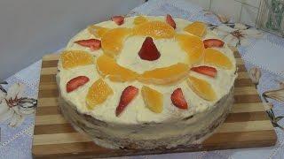 простой бисквит и фруктовый торт.
