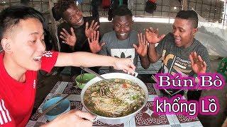 Quanglinhvlogs || Phản Ứng Của Người Dân Châu Phi Khi Được Ăn Tô Bún Bò Khổng Lồ Của VN...CÁI KẾT