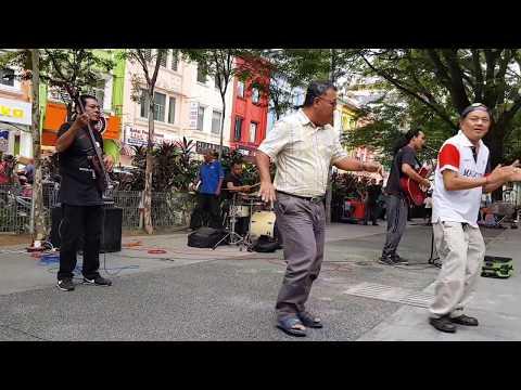 joget penghibur-Sentuhan buskers cover Ahmad jais,goyang sama papa