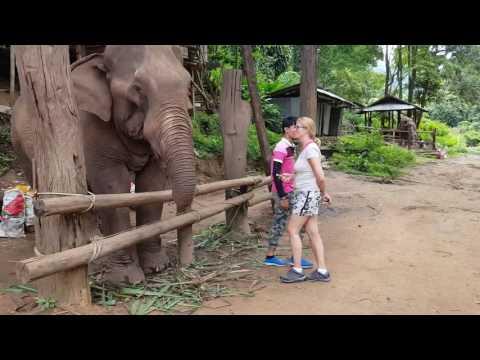 Dili & Suus #7 Mom-trip