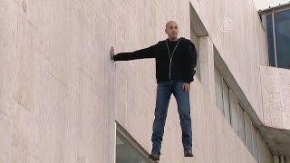 Иллюзионист висел над прохожими в Тель-Авиве  (новости)