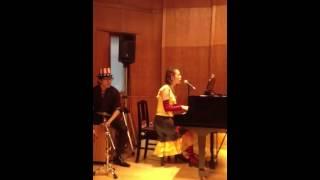 2014.2.16 ピアノ弾き語り発表会 JAZZ風のスイングに編曲.