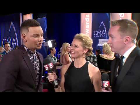 Kane Brown Walks CMA Red Carpet