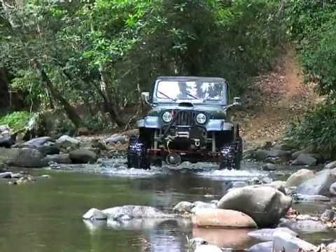 Jeep CJ7 con chevy 350badass- un toquesito de 6,000rpm